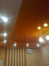 Глянцевый цветной 2-хуровневый потолок из ПВХ